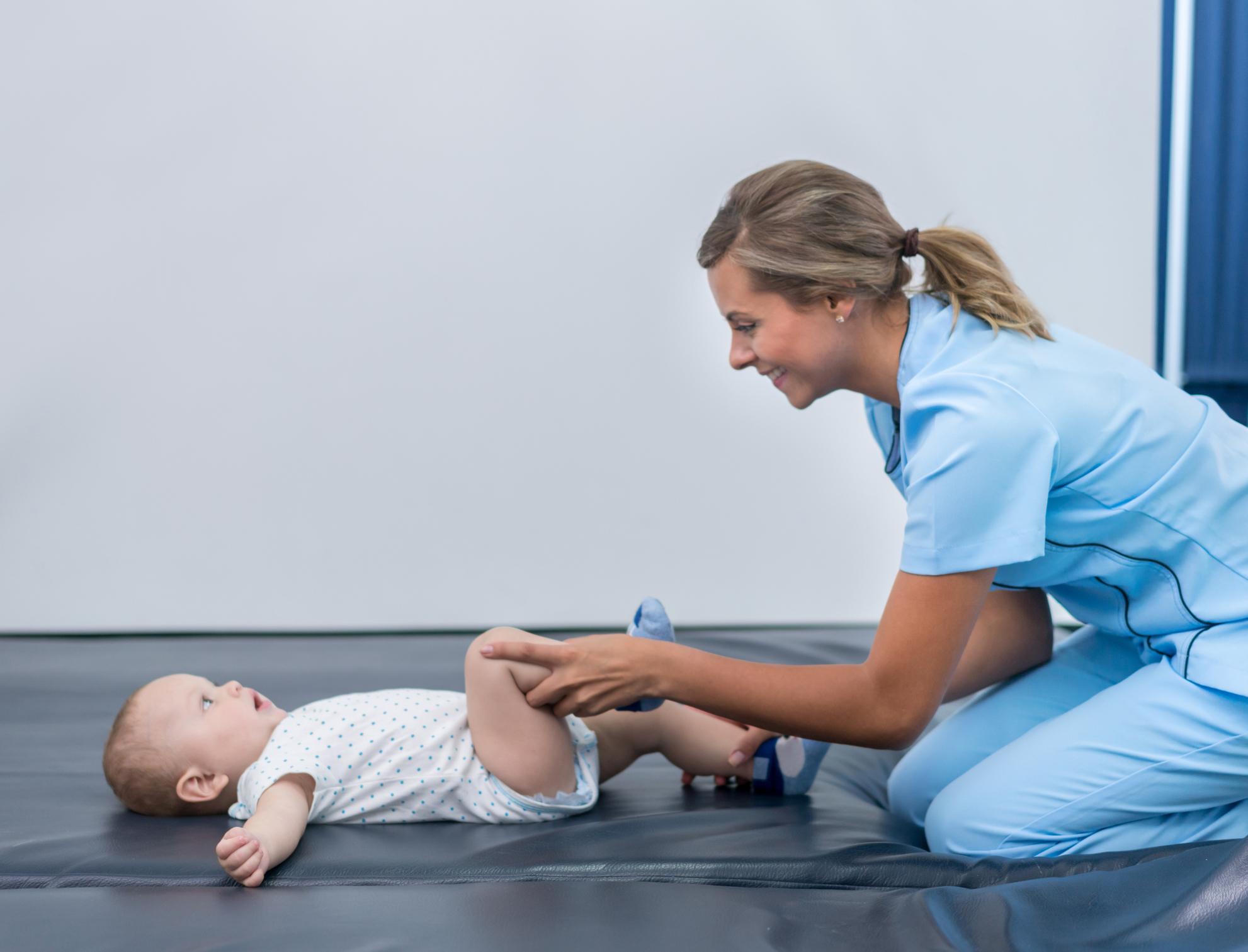 ¿Qué es un fisioterapeuta pediátrico